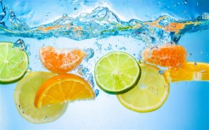 Fruit-piece-in-water-citrus_m